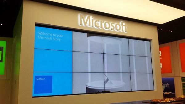 MicrosoftStore_GiantScreen