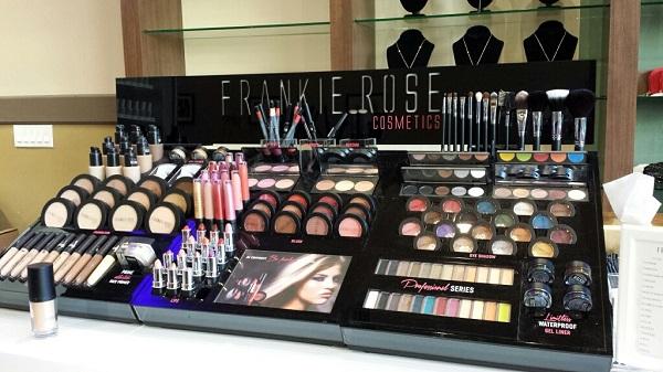NailGarden_MakeupStation