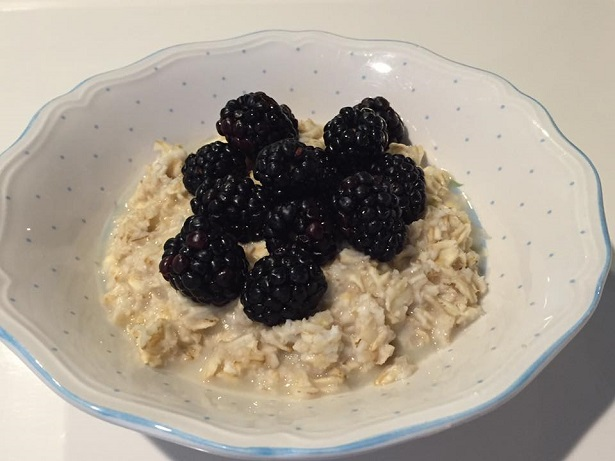Modern Oats_Blackberries with JustOatmeal