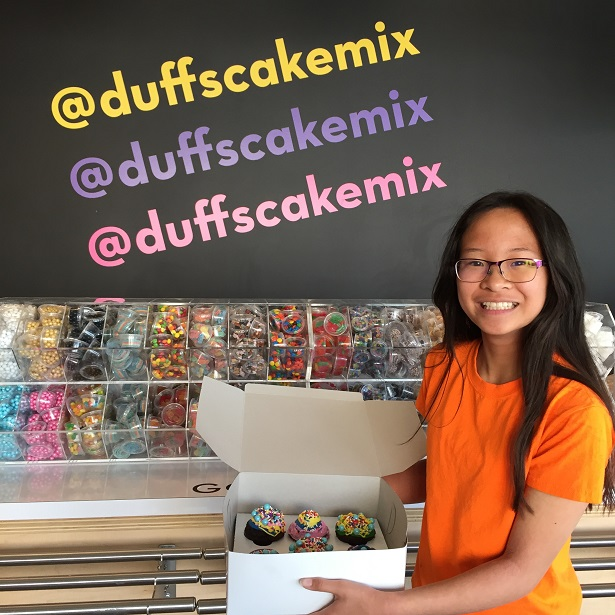 Duff's Cakemix cupcake box and signage