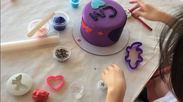 Summer Cake Camp decorating