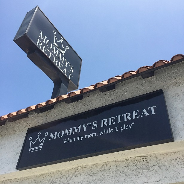 Mommy's Retreat Signage