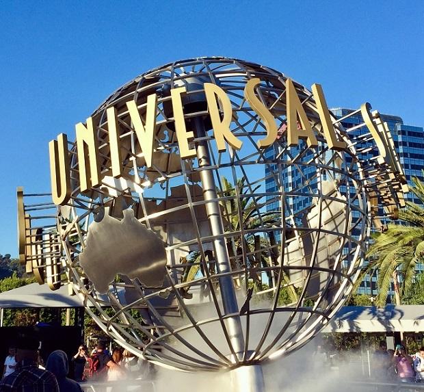 Running Universal - Universal Studios Hollywod Globe
